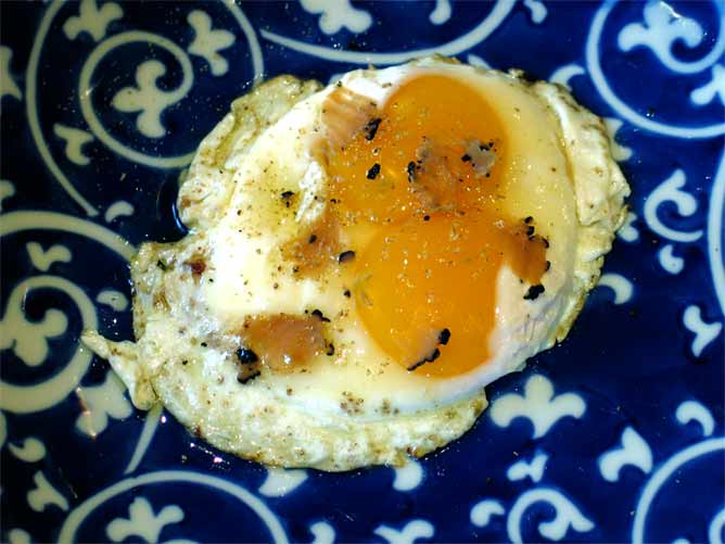 Fried Eggs with Truffles | CIRCLE OF MISSE