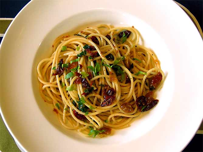 Spaghettini With Garlic And Dried Chile Recipe — Dishmaps
